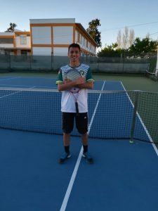 Tiago Oliveira é Campeão Regional em Singulares e Pares.